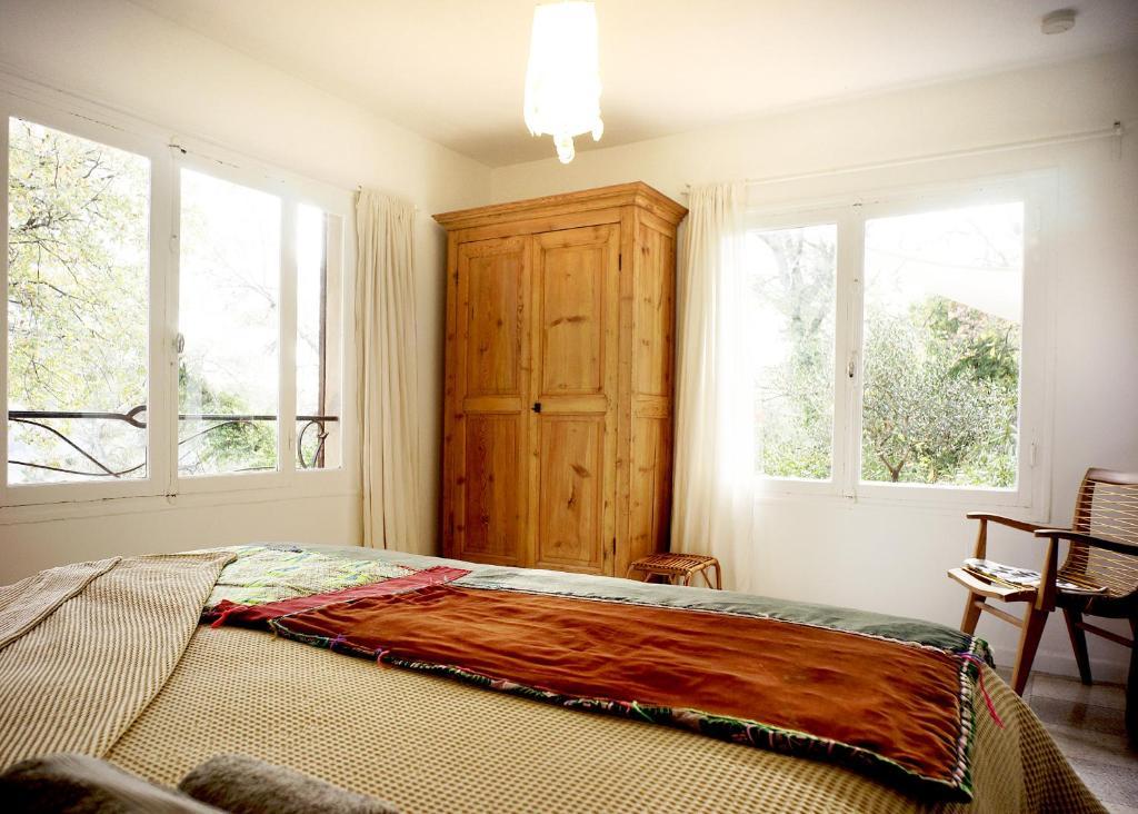 A Bed Or Beds In A Room At Appartement De Charme Avec Sauna La Mésange Bleue