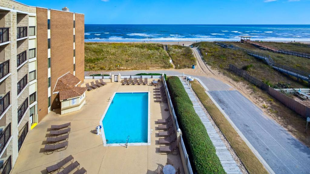 A view of the pool at Best Western Ocean Reef Suites or nearby