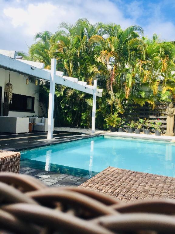 Villa con piscina en la playa juan dolio precios for Casas con piscina para alquilar en puerto rico