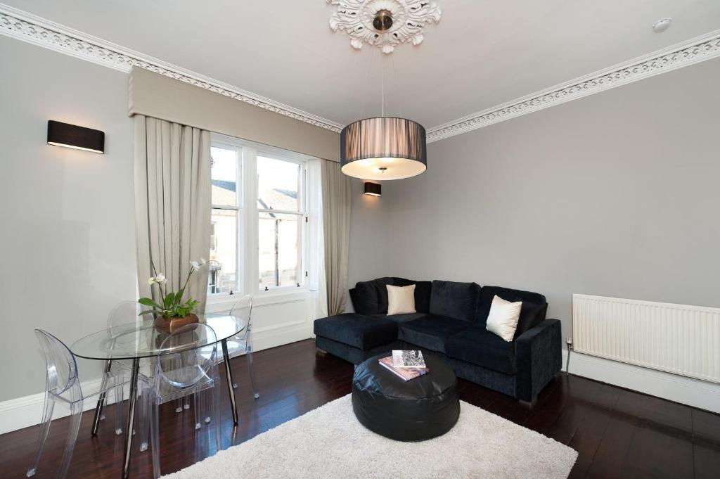 A seating area at Livingstone Place Apartment