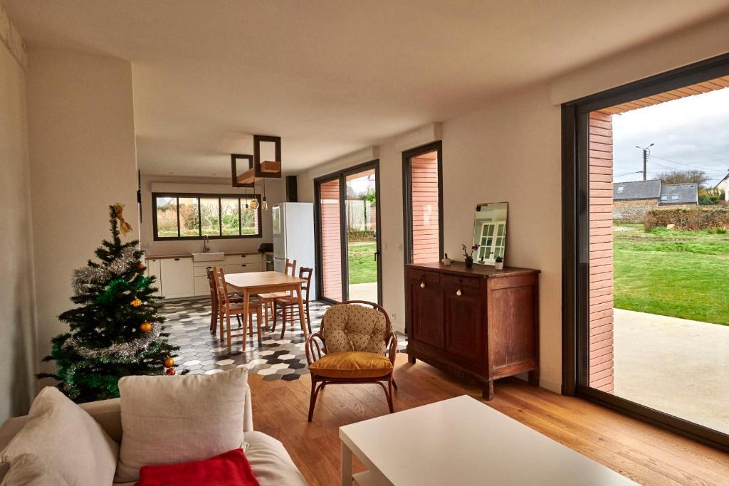 Ferienhaus Maison rénovée en 2018 au bord de la mer et au calme sur ...