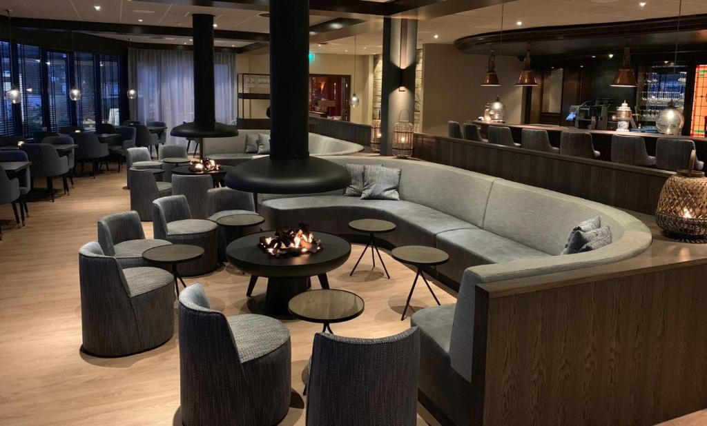 The lounge or bar area at WestCord Appartementen Noordsee