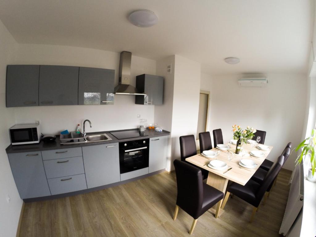 Kuhinja oz. manjša kuhinja v nastanitvi Apartments&Rooms Andrej