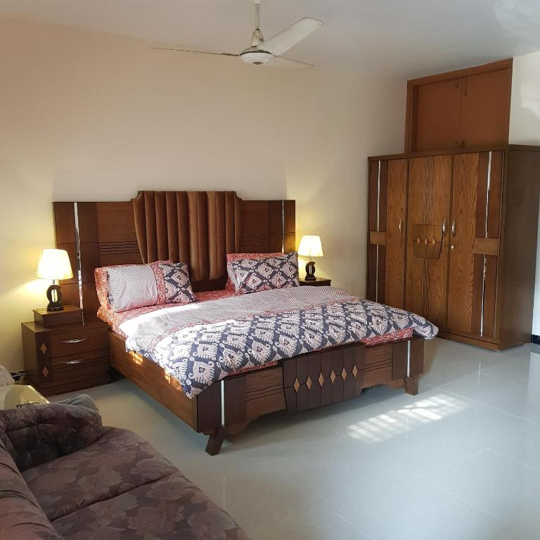 Private room for rent in karachi