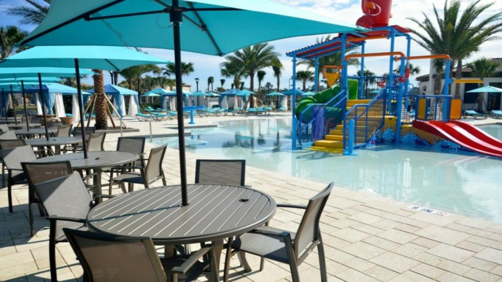 Piscine de l'établissement EV264007 - Windsor At Westside Resort - 5 Bed 5 Baths Villa ou située à proximité