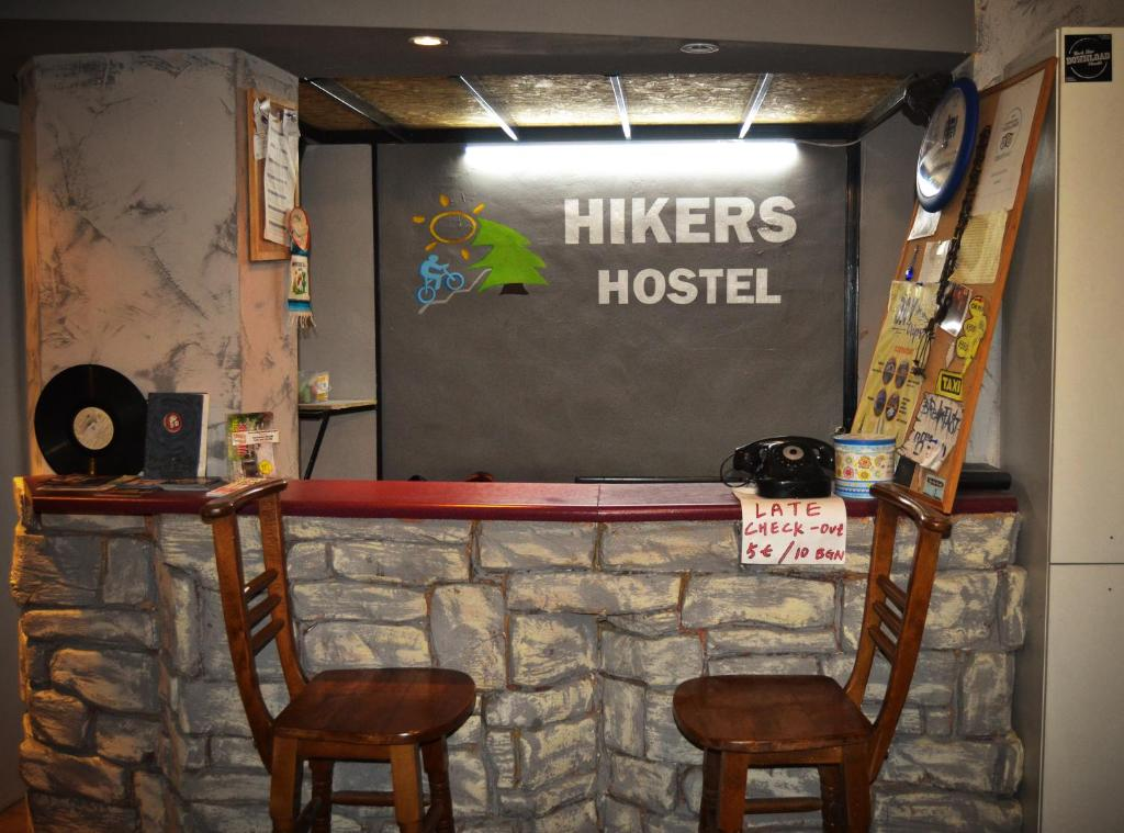 The lobby or reception area at Hikers Hostel