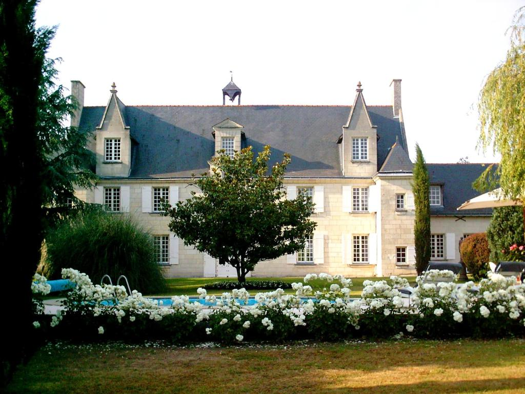 Unique Château de la Ronde, Vivy – Updated 2018 Prices UG54