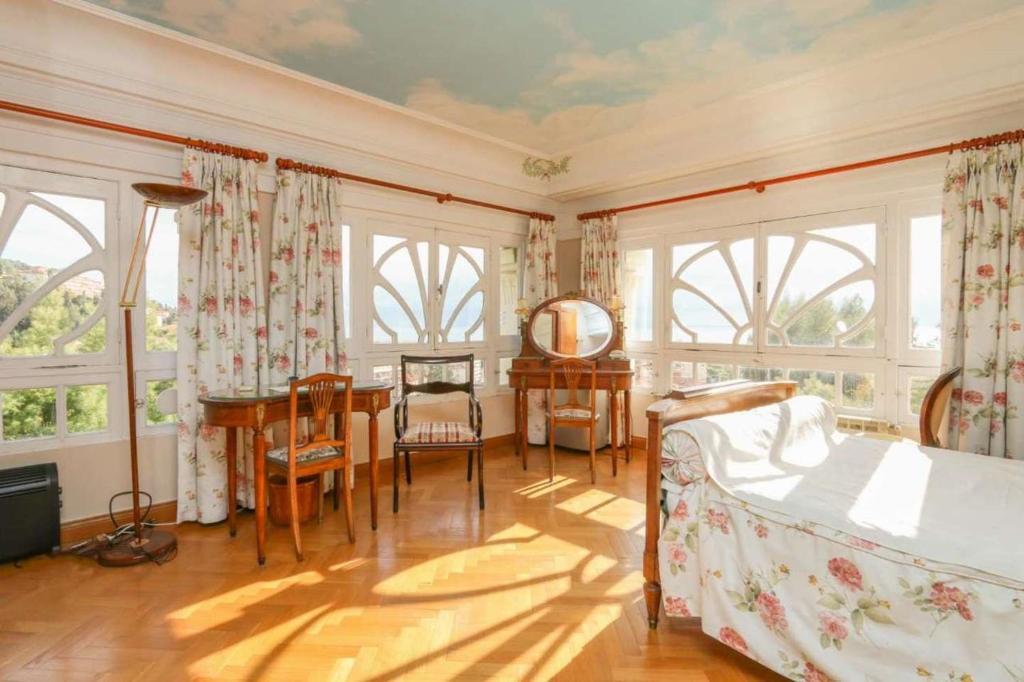apartment 4 bedrooms/3 baths, menton, france - booking