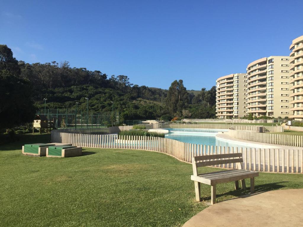 The swimming pool at or near Departamento Costa Puyai II 751