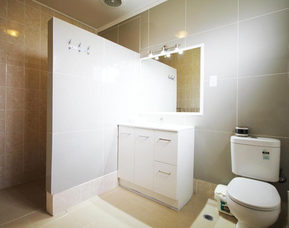 Beaconsfield park toilets