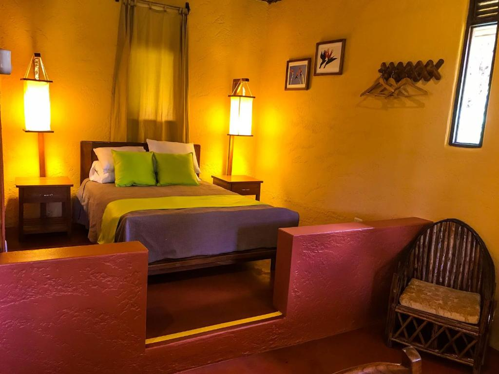 A bed or beds in a room at Cordillera Escalera Lodge
