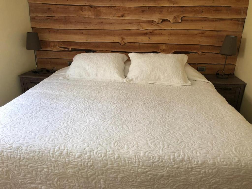 A bed or beds in a room at Cabana Senderos Puyuhuapi