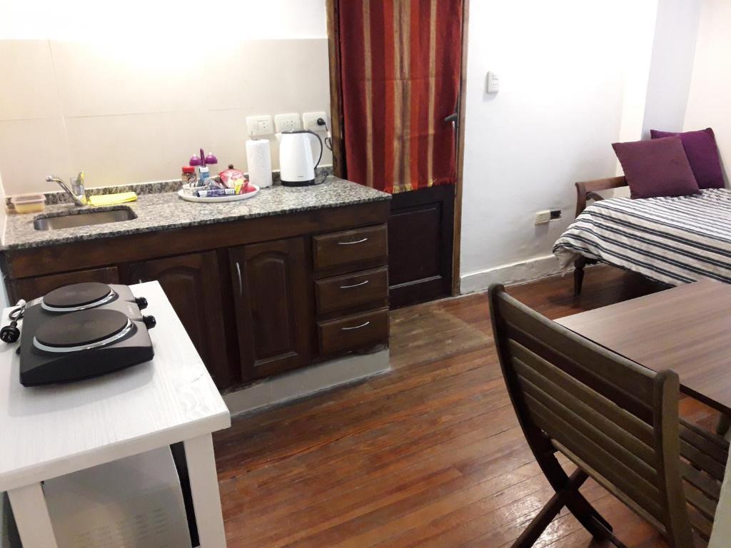 A kitchen or kitchenette at Navarro relax, Agronomia