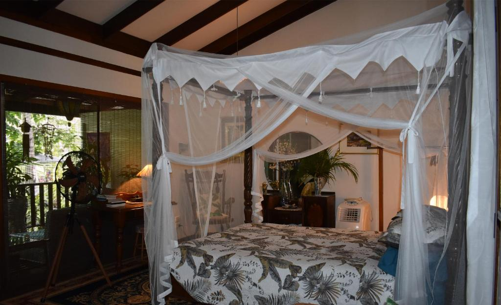 A bed or beds in a room at Oskar's Rain Forest Retreat