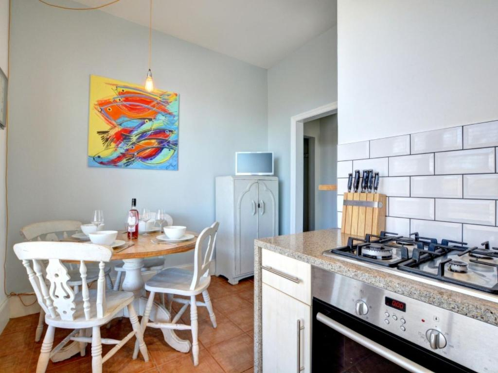 A kitchen or kitchenette at Apartment Med Hove