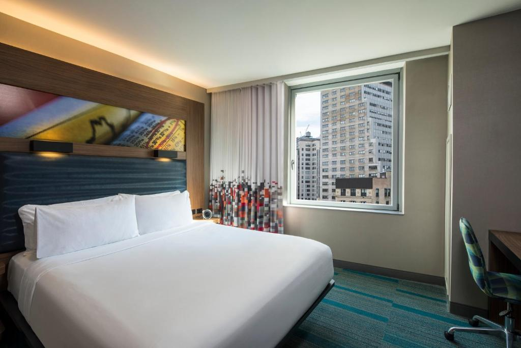 A bed or beds in a room at Aloft Manhattan Downtown - Financial District
