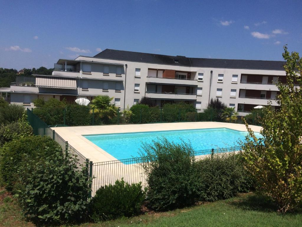 Apartments In Saint-bonnet-la-rivière Limousin