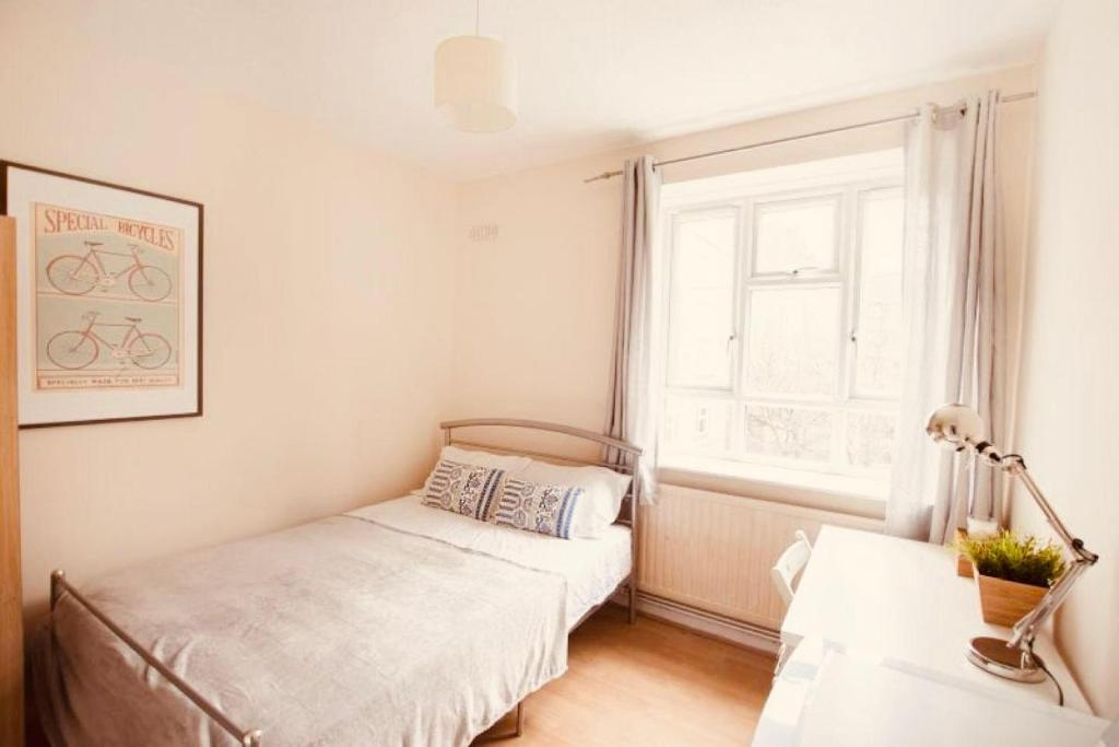 A bed or beds in a room at Your Cozy Hostel in London
