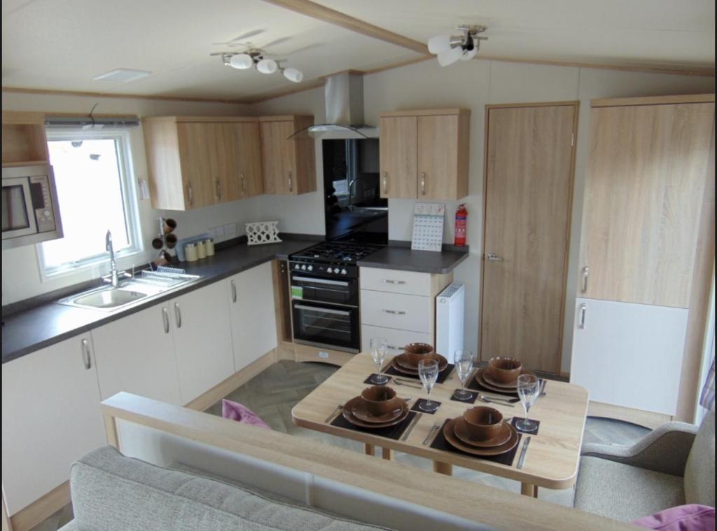 A kitchen or kitchenette at Heacham Luxury Caravan