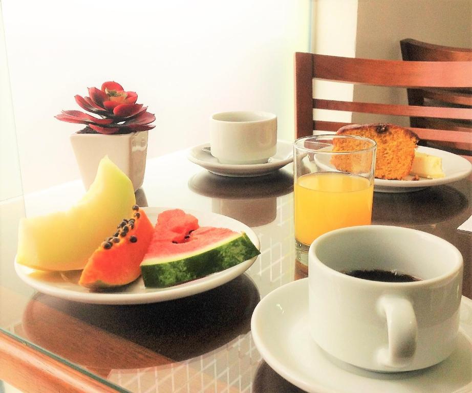 Opciones de desayuno disponibles en Pousada Bomar Bombinhas