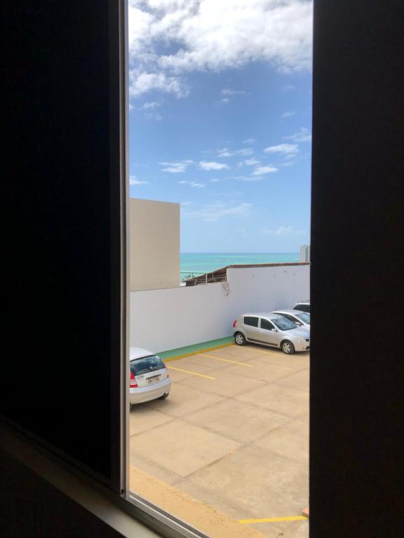 A balcony or terrace at APARTAMENTO 2/4 COM VISTA PARA O MAR EM PRIA DE JACARECICA