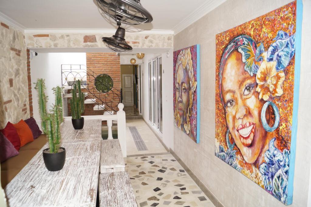 The lobby or reception area at Peregrinos Hostel Cartagena de Indias