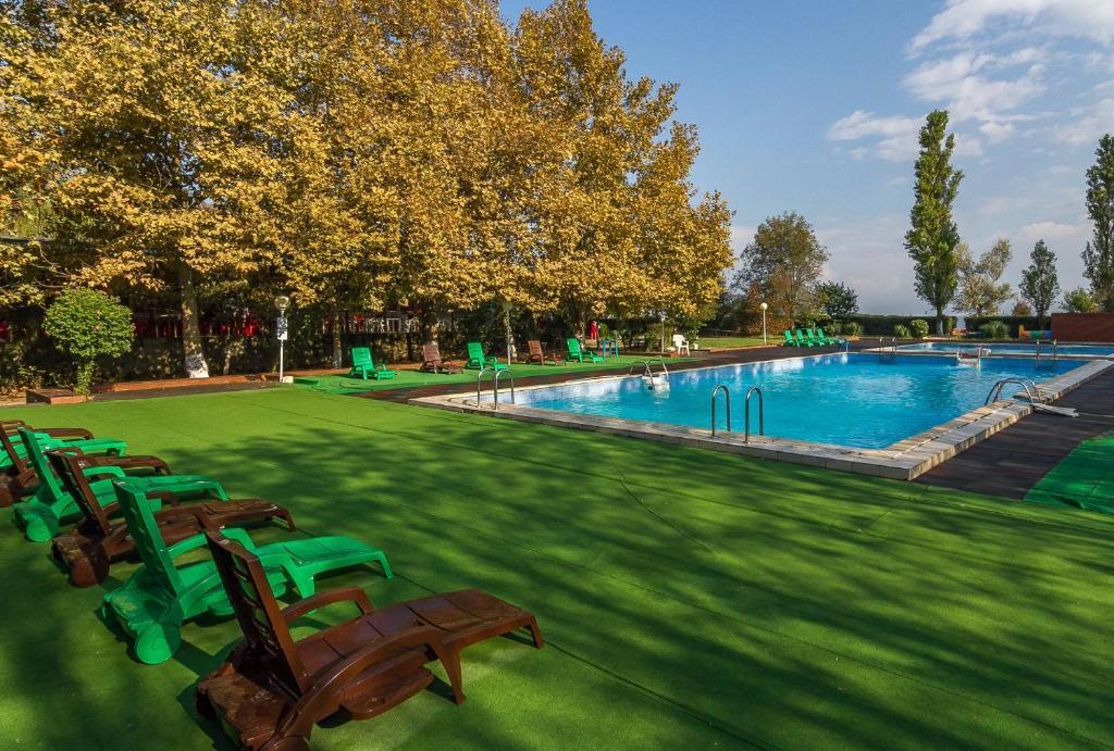 The swimming pool at or near Park-hotel Shinkar