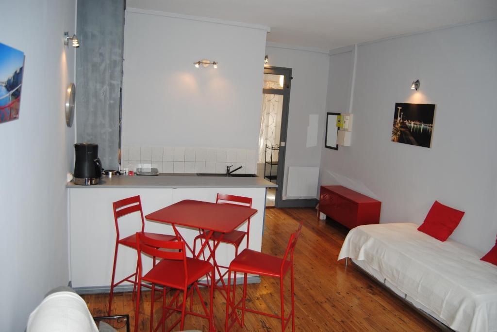 appartement loge des canuts france lyon. Black Bedroom Furniture Sets. Home Design Ideas