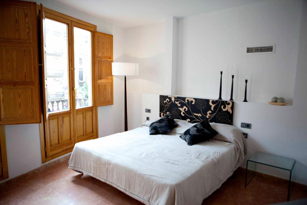A bed or beds in a room at Happy Apartments Valencia – Lope de Vega
