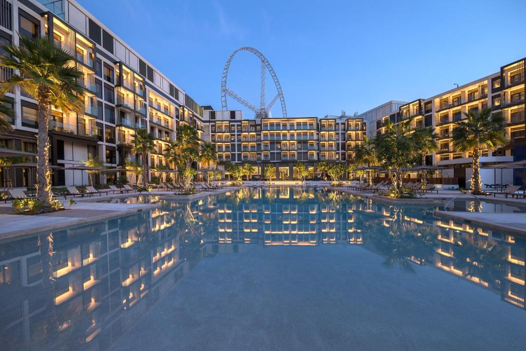 The swimming pool at or close to Caesars Resort Bluewaters
