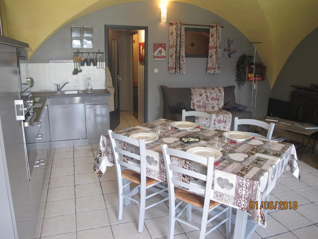 Apartments In Saint-jacques-en-valgodemard Provence-alpes-côte D