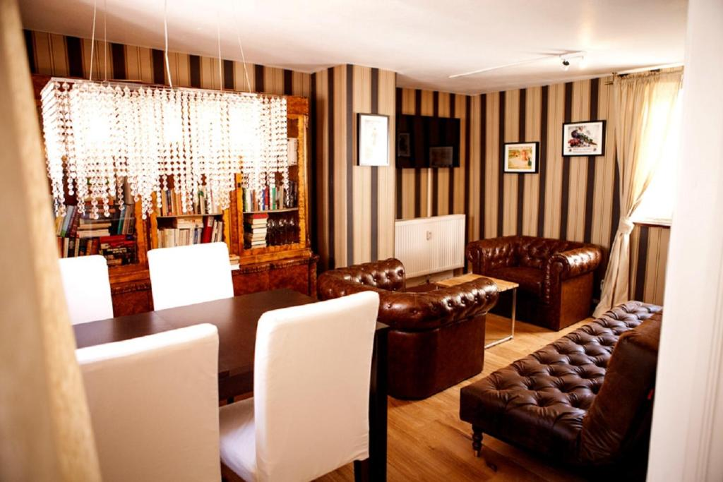 The lounge or bar area at Deluxe Apartment -NEW ENGLAND-