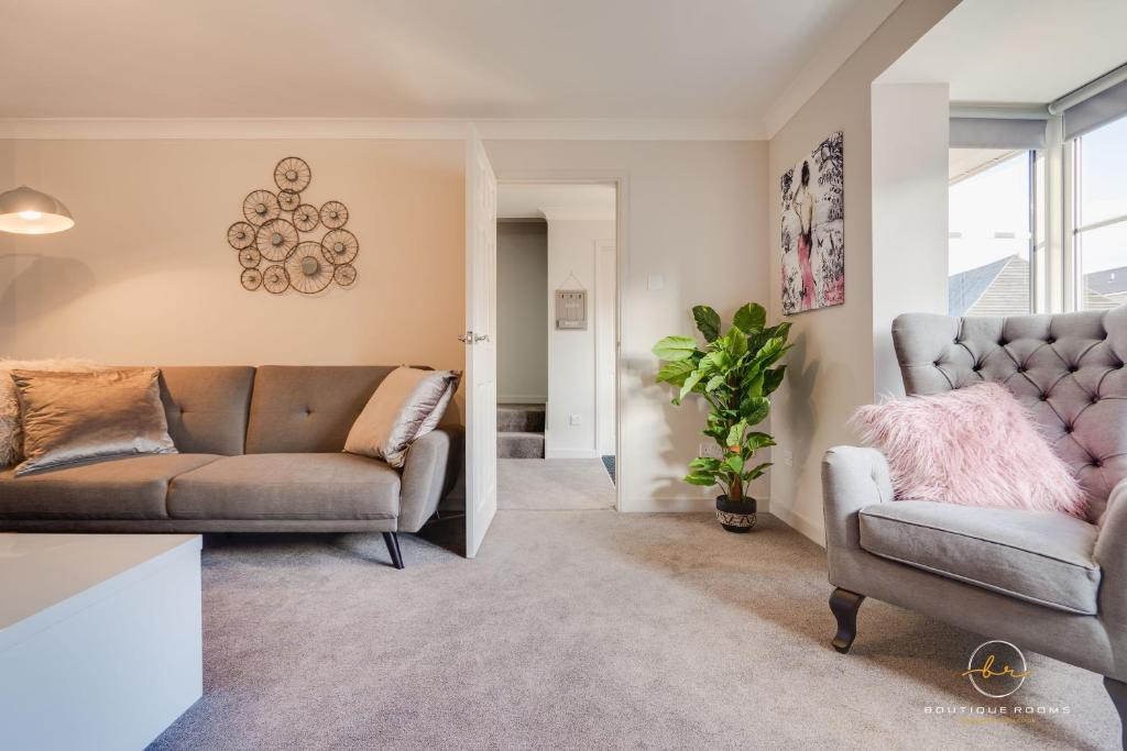 A seating area at The Buddha House Huntingdon Boutique Rooms