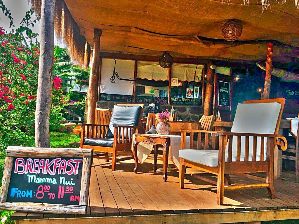 Un restaurante o sitio para comer en Mamma Nui Glamping