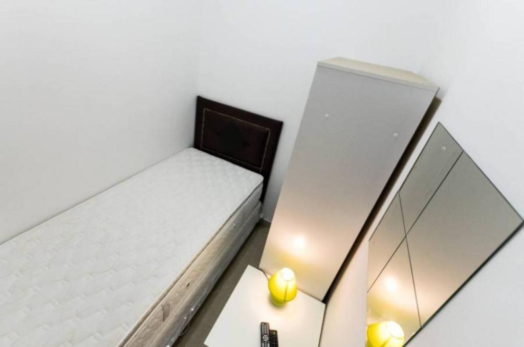 En eller flere senger på et rom på Nice Single Room In Dubai For One Man 3503b.3