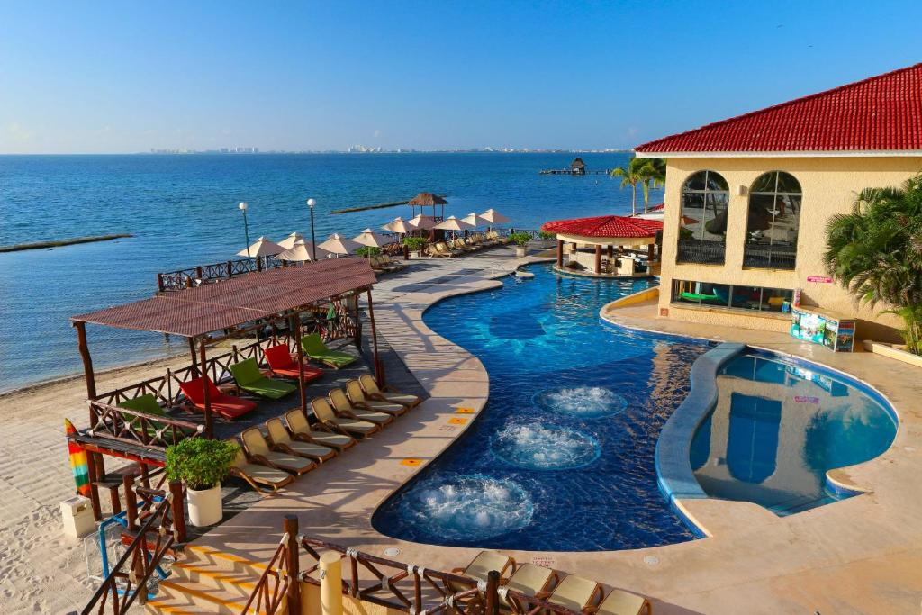 A view of the pool at All Ritmo Cancun Resort & Water Park or nearby