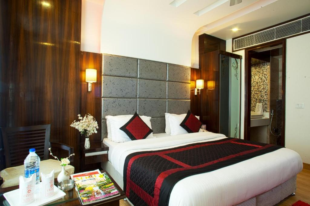 A bed or beds in a room at HOTEL DELHI 55 @ NEW DELHI RAILWAY STATION