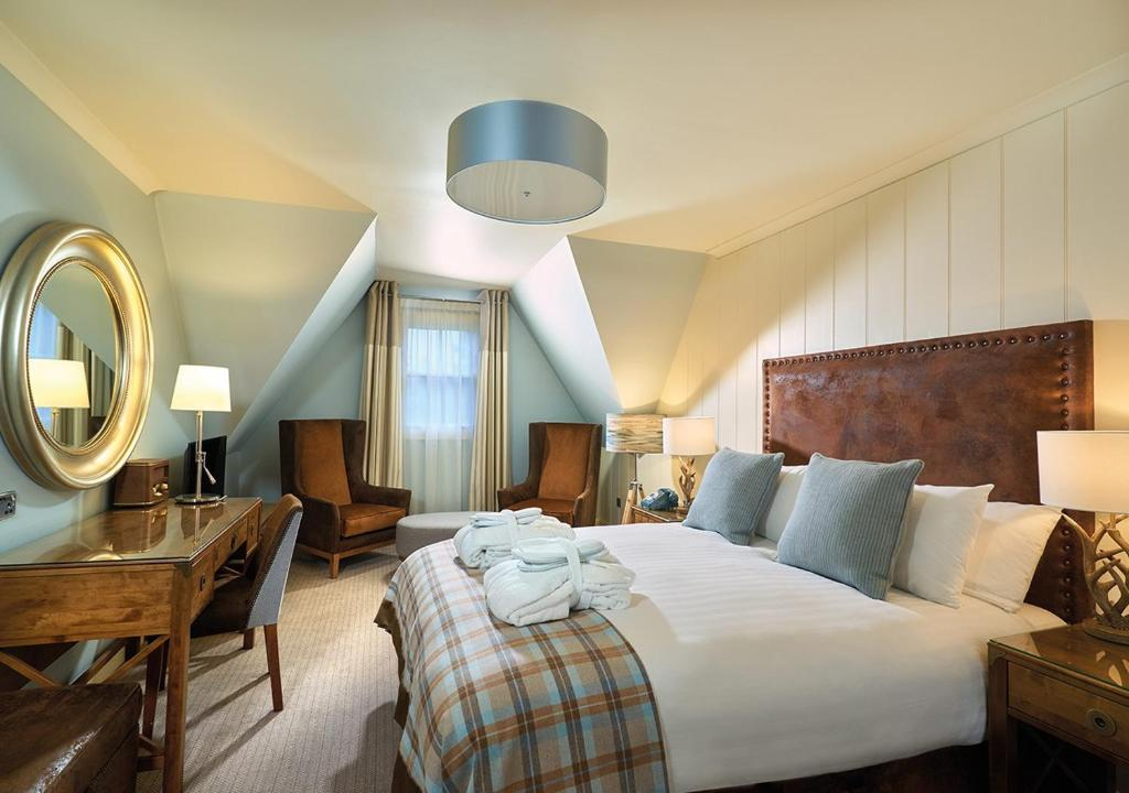 A bed or beds in a room at Loch Fyne Hotel & Spa
