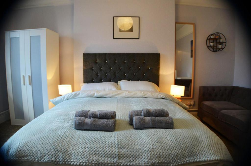 A bed or beds in a room at Gorton Mount Hotel Manchester