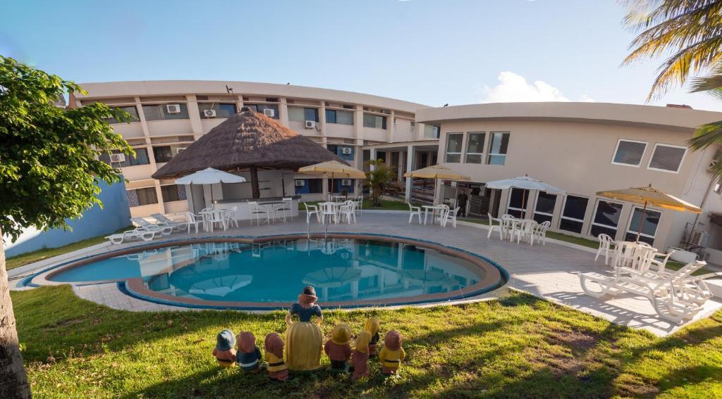 The swimming pool at or near Aracaju Praia Hotel
