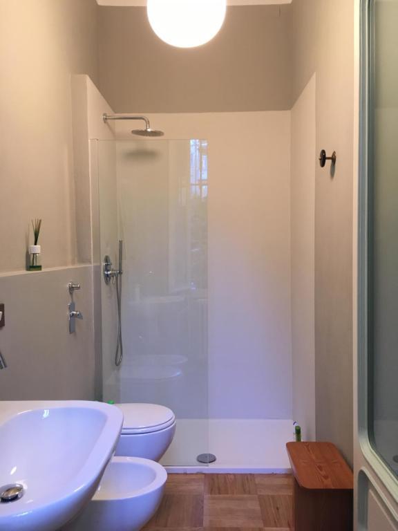 Bagni Di Design Immagini.Camera Con Bagno Privato In Elegante Appartamento Di Design