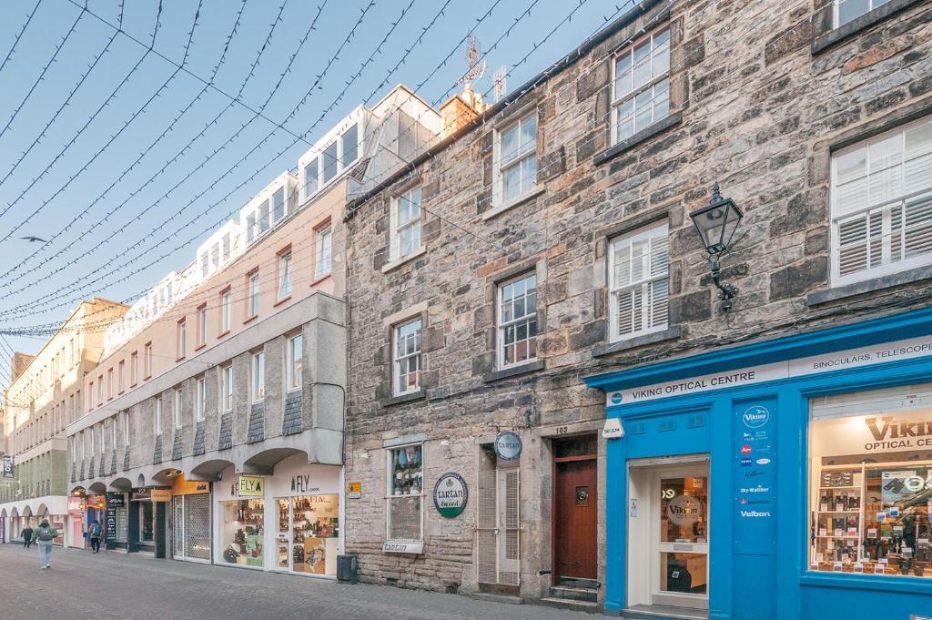 2f942d7181 Cosy Holiday Apartment in Edinburgh City Centre, Rose Street, UK ...