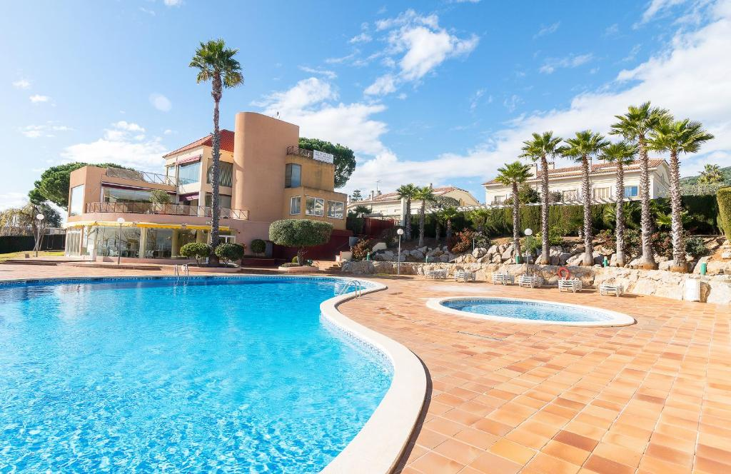 Sea Mountain Villa w Pool close to BCN, Premia de Dalt ...