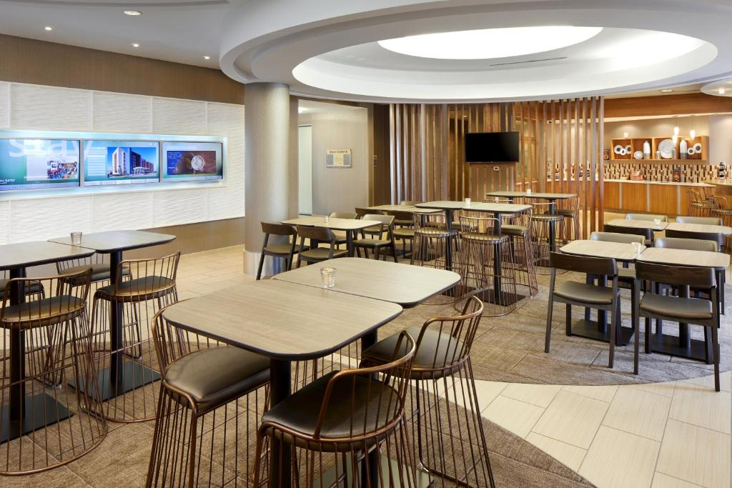 A restaurant or other place to eat at SpringHill Suites Houston NASA/Webster