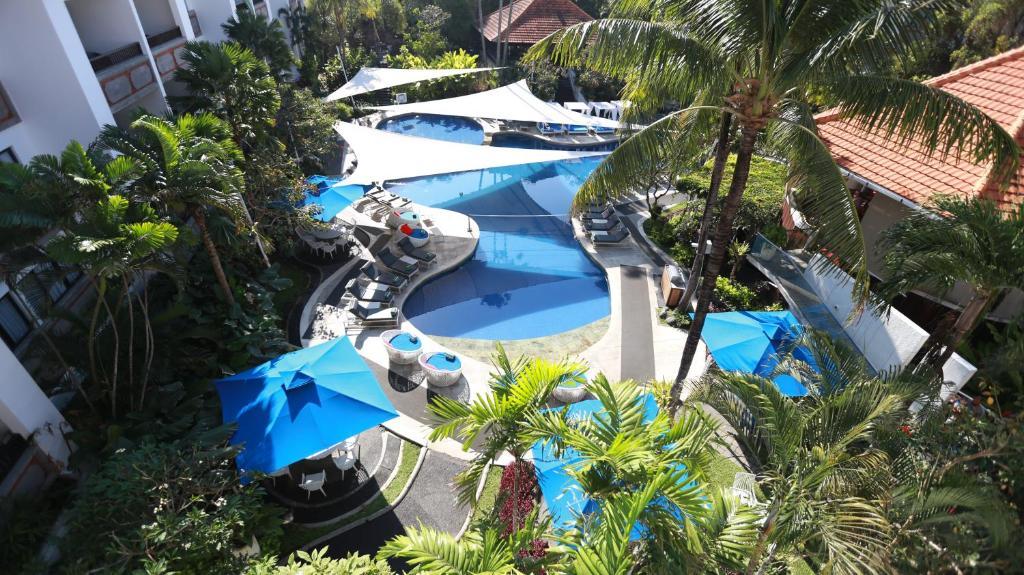 Vue sur la piscine de l'établissement Prime Plaza Suites Sanur – Bali ou sur une piscine à proximité