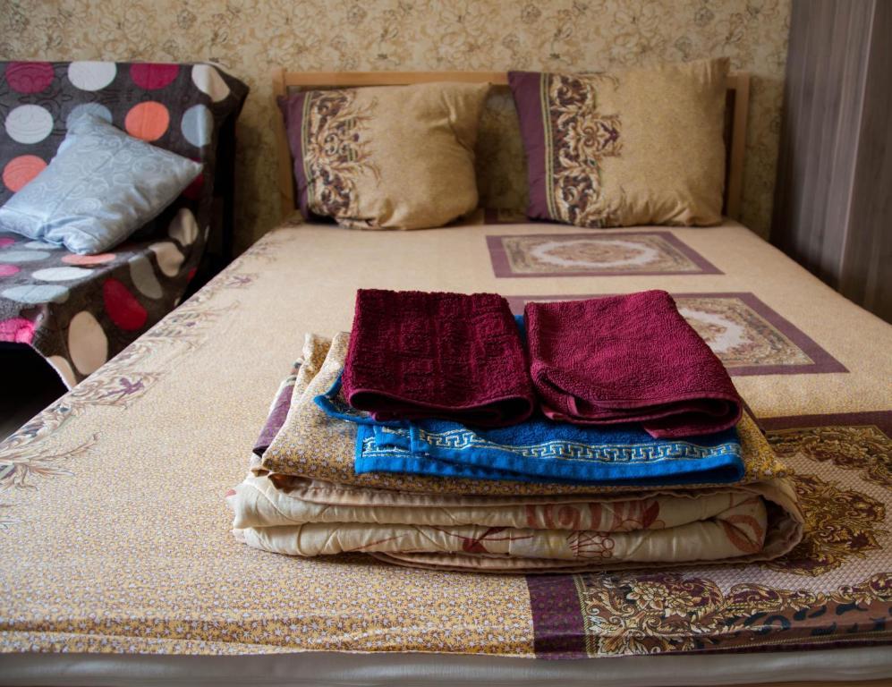 Кровать или кровати в номере Путиловская 18