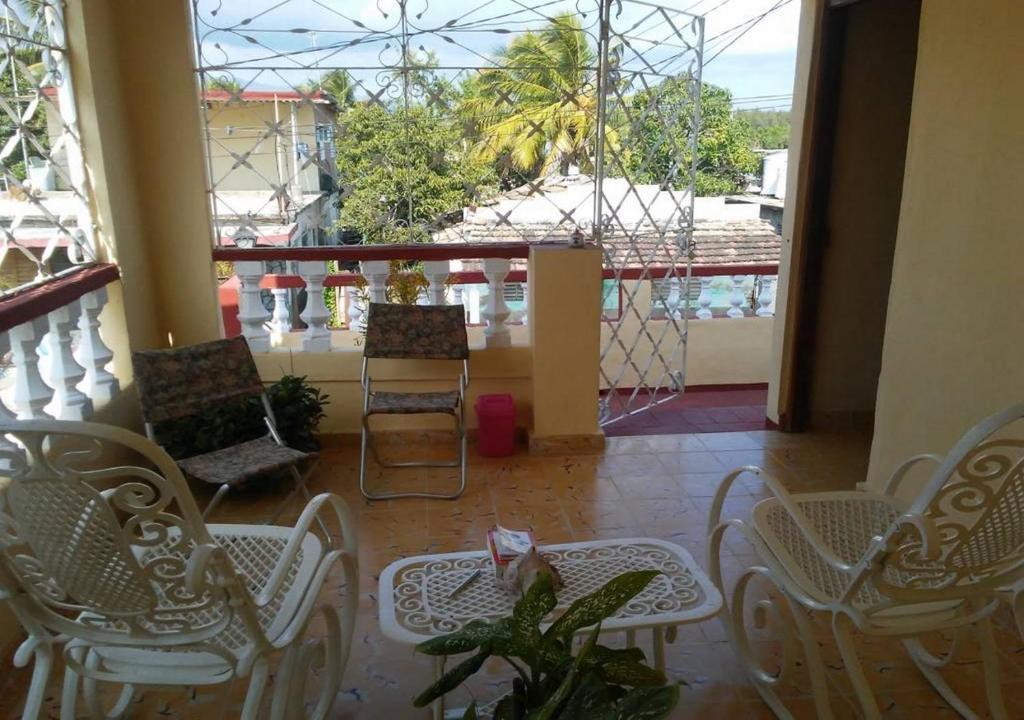 A balcony or terrace at Casa Yoandis y Yuleidy CASILDA