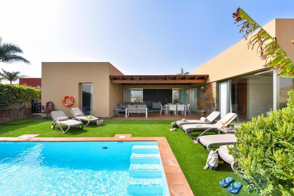 The swimming pool at or near Salobre Villa with Pool Par 4 nr 9
