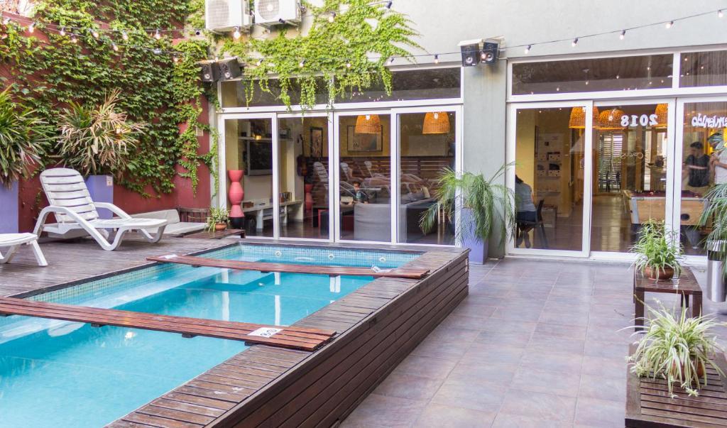 A piscina em ou perto de Circus Hostel