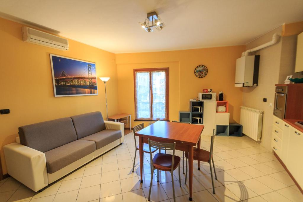 Appartamento 50 metri dal mare varazze prezzi for Appartamento 50